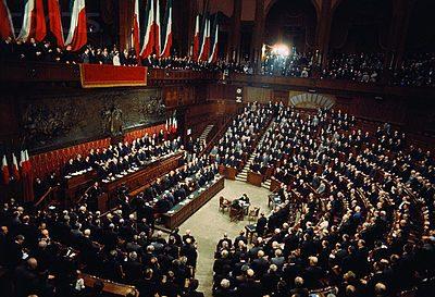 Referendum dopo il voto i parassiti para renziani for Presenze parlamento