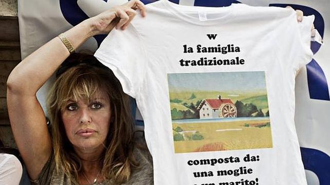 Una vera moglie italiana pronta a soddisfare le voglie del marito - 4 2